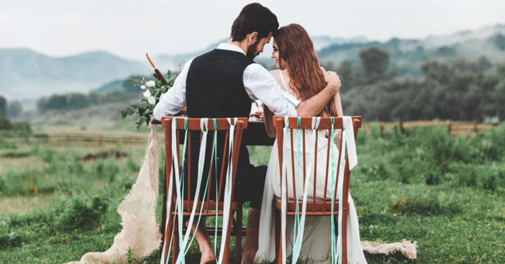 Choose Eloping vs. Traditional Weddings for Your Day